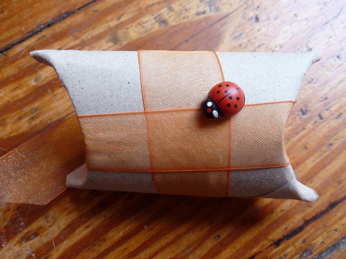 Klorolle mit Käfer
